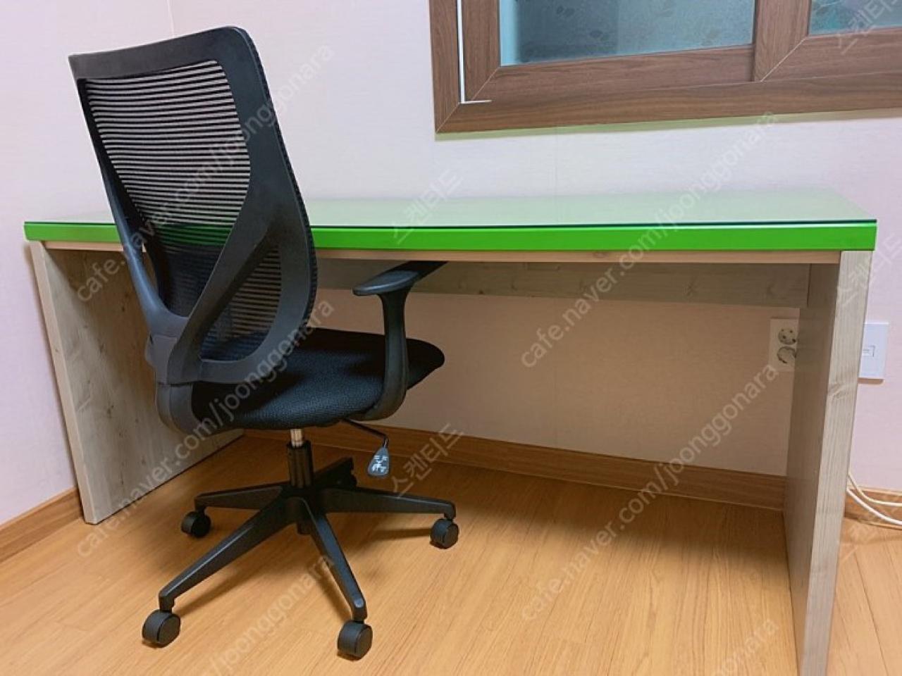 책상만 있음 의자 팔림