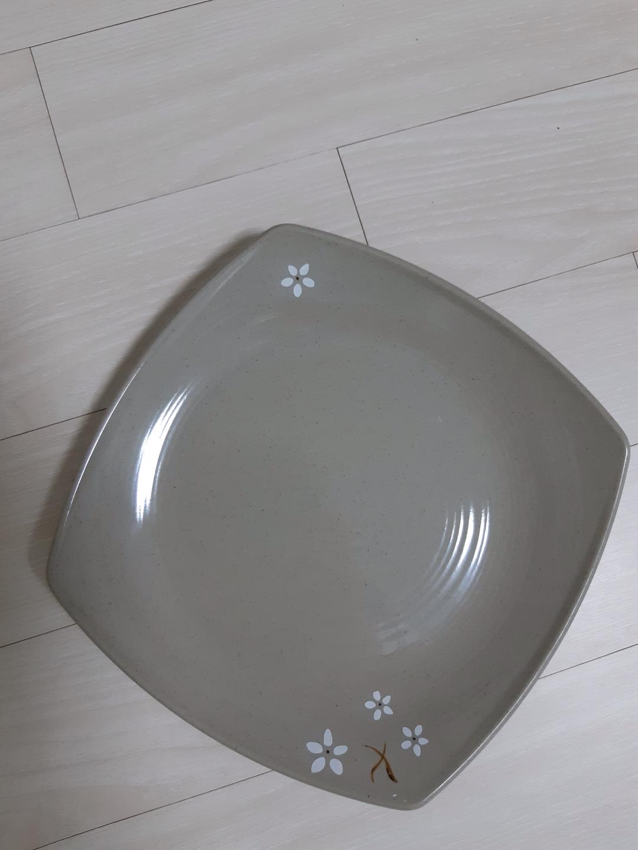 정사각 플라스틱접시 24cm 깨끗함 6개일괄5천원/낱개 구매시 한개 천원