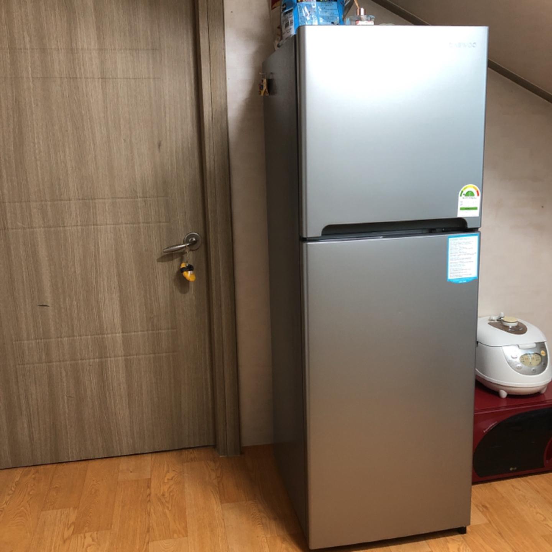 대우 냉장고 1등급 243리터 자취냉장고 최상상태팝니다.