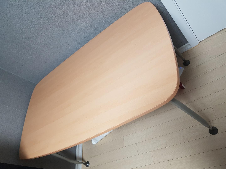 일룸 모둠책상1400×800, 의자2개
