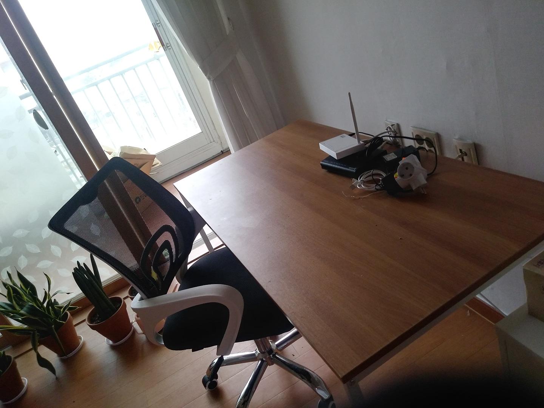 책상 거의새것 흠없음