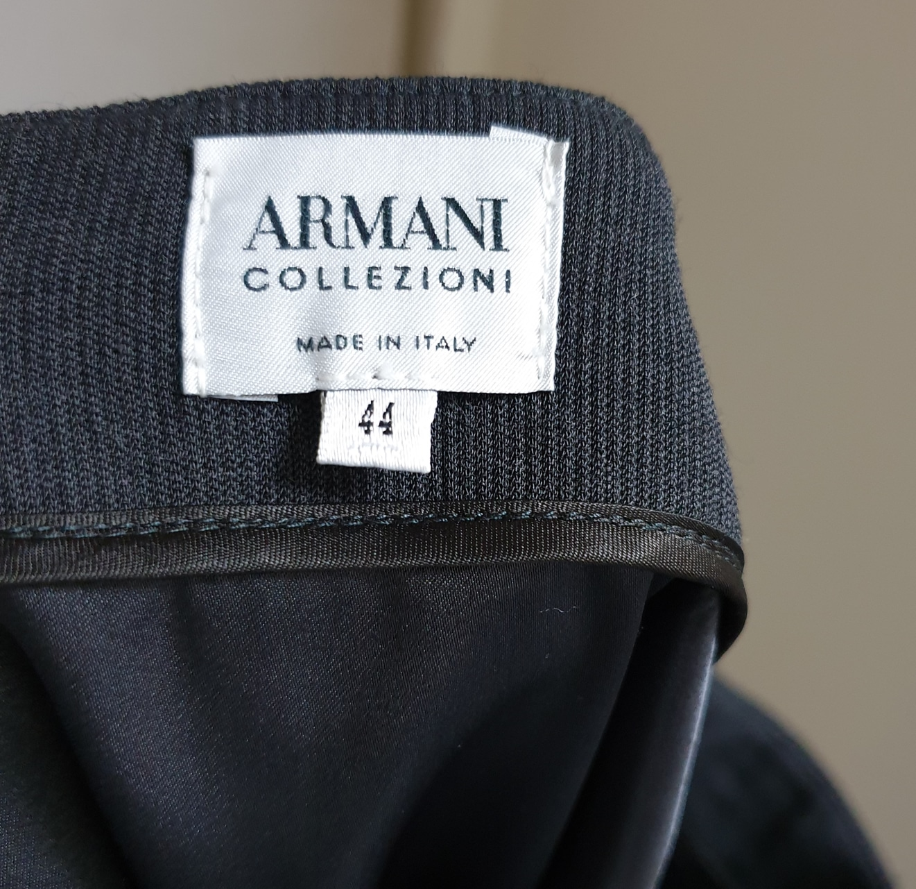 (가격내림)아르마니 모혼방 봄가을 미디스커트(정품)