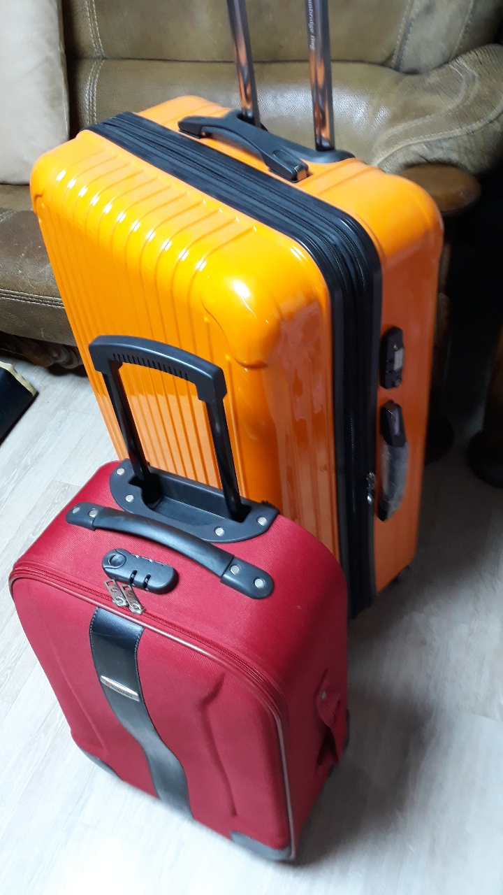 여행용 케리어 가방입니다.기내용과 화물용입니다.