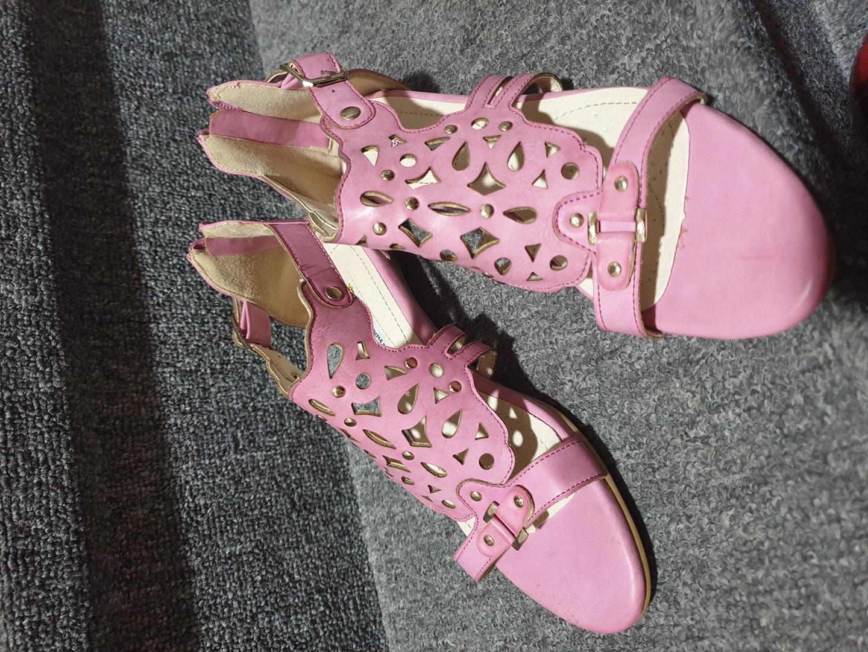핑크 샌들