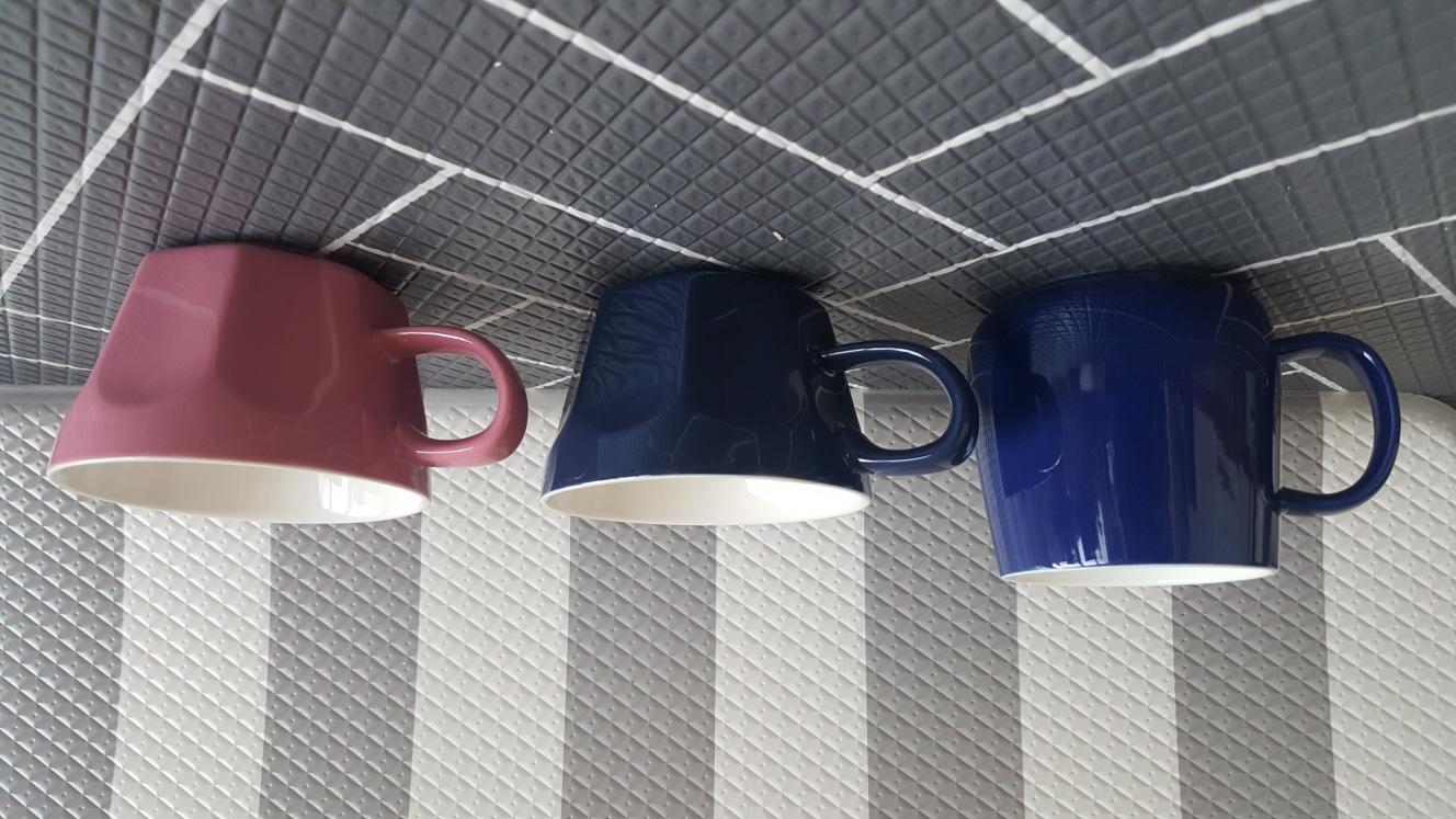 새 머그컵 각 천원씩 판매해요