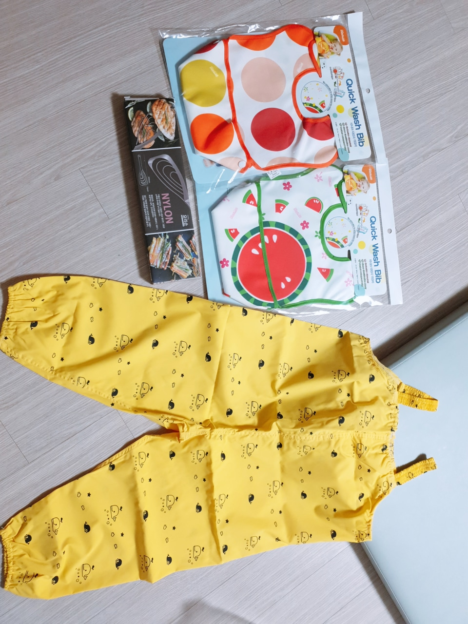 (가격내림)유아 미술가운/턱밭이/뒤집게 일괄판매합니다.