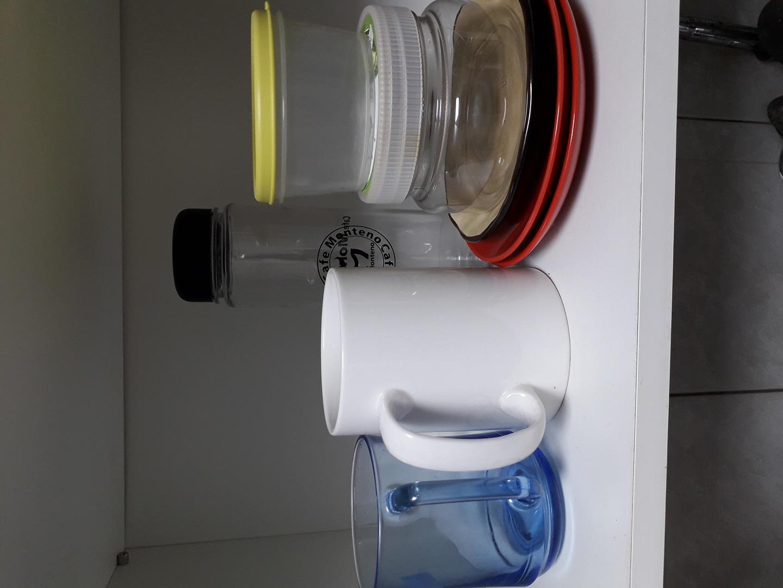 접시 머거컵2개.물병.반찬통