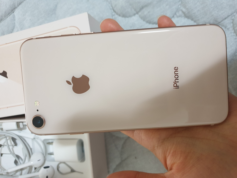 아이폰8 골드64기가 판매합니다