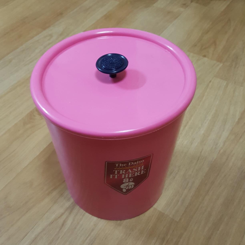 뚜껑있는 핑크색 휴지통 8리터