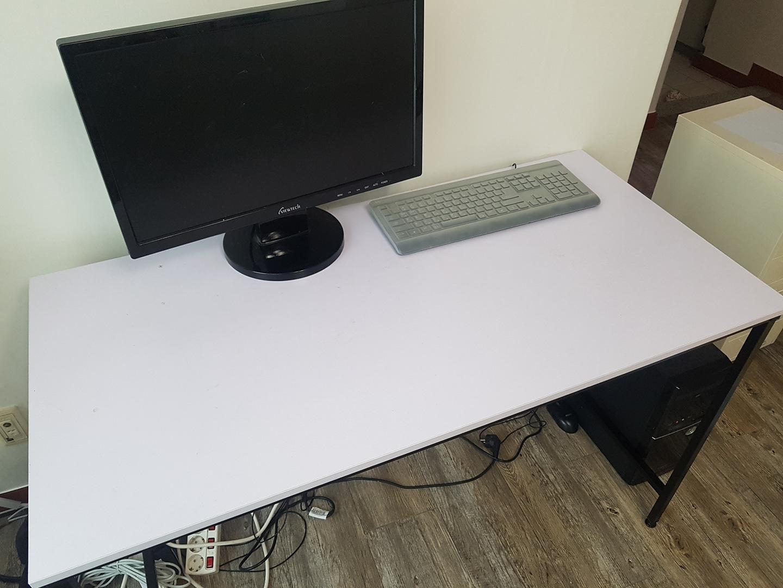 컴퓨터 책상. 책상. 학생책상.화이트ㅡ분리가능.승용차 실림
