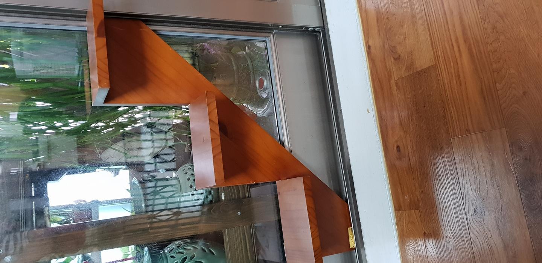 원목 벽장식  계단선반
