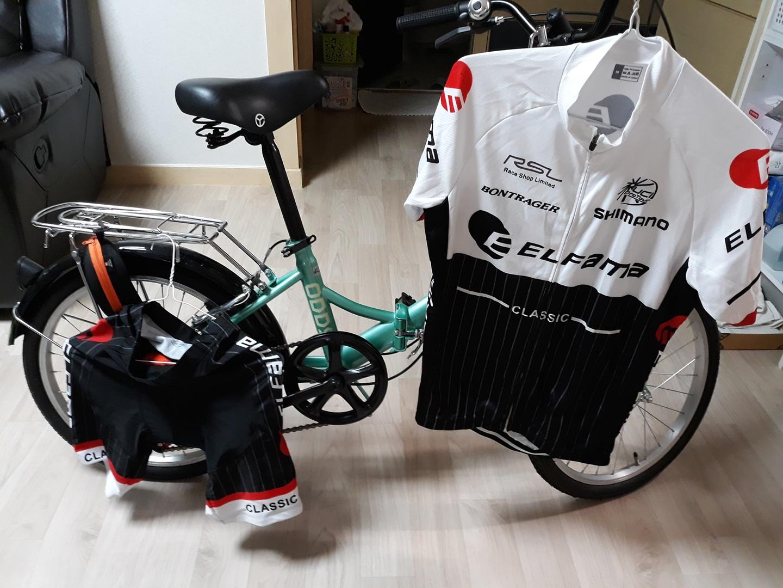접이식 자전거및 자전거의류.자전거 사용감 거의없음. 의류는 미착용 싸이즈. M 가격조절가능