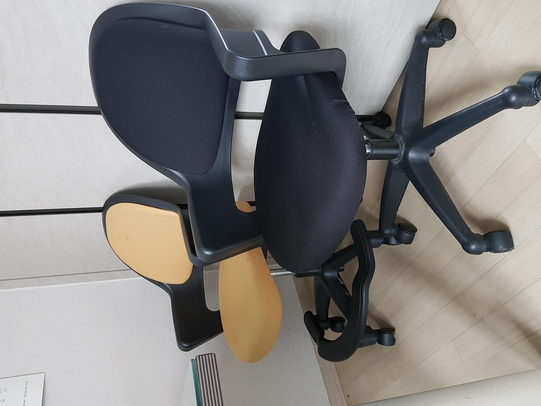 학생용 의자 각각 7,000원입니다.
