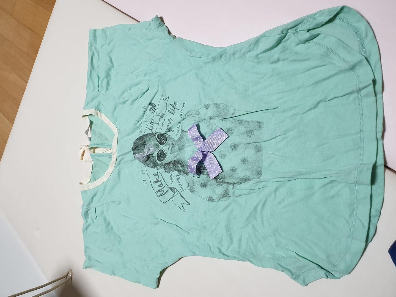 에잇세컨즈 반팔 티셔츠입니다^^