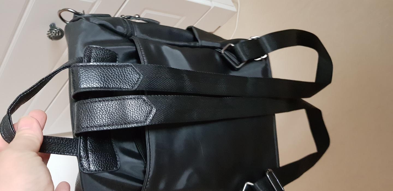 불랙가죽백팩가방 사용감많으나 굵힌곳없어요 6천원입니다 반품사양