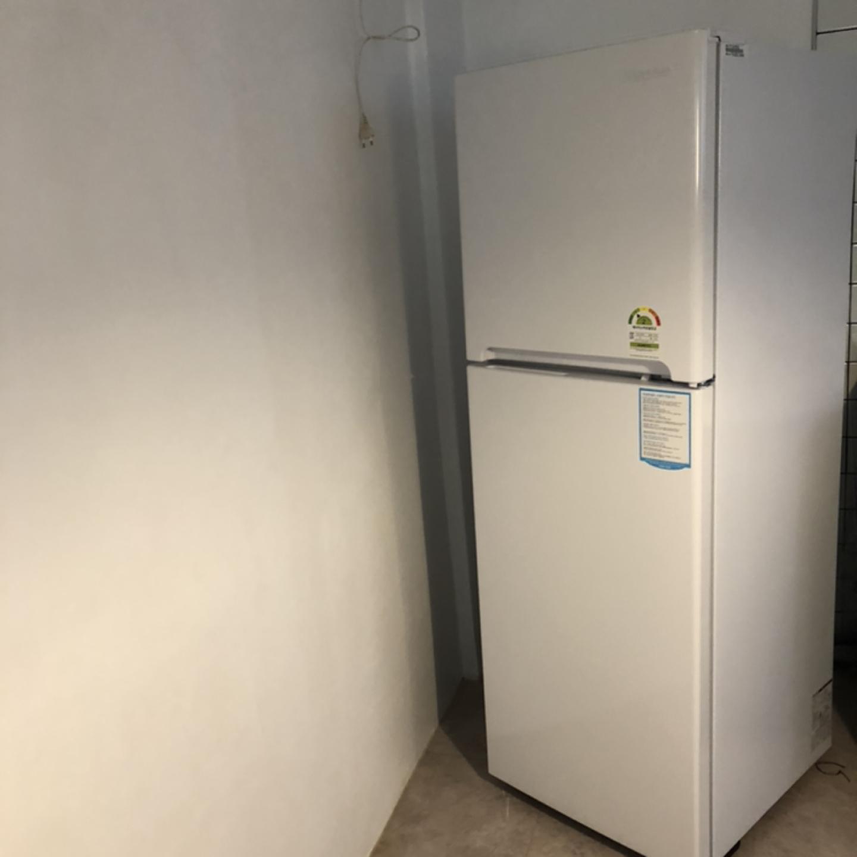한번도 안쓴 새 냉장고 입니다