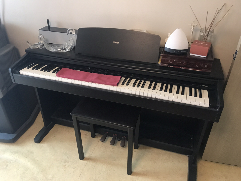 야마하 디지털 피아노. 무척 깨끗합니다.