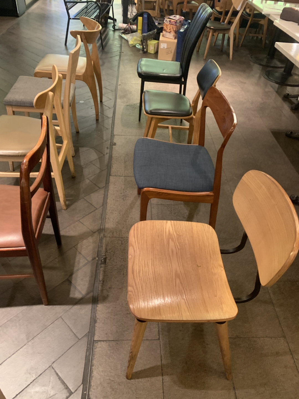 의자 팝니다 레스토랑 의자여서 이쁩니다 ^^