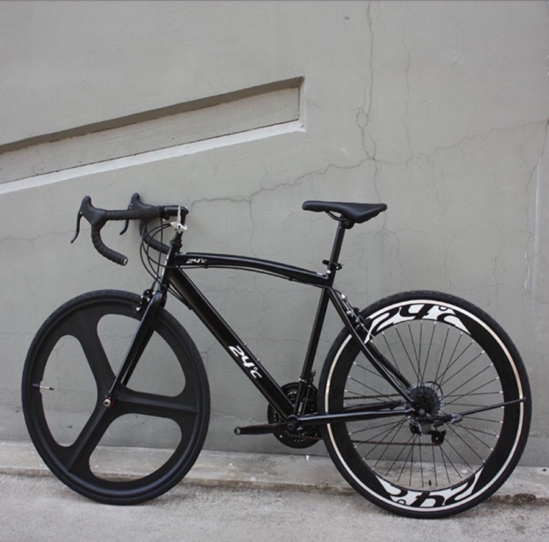 사진에 있는 자전거 처럼 휠이 있고 큰 자전거 구합니다.