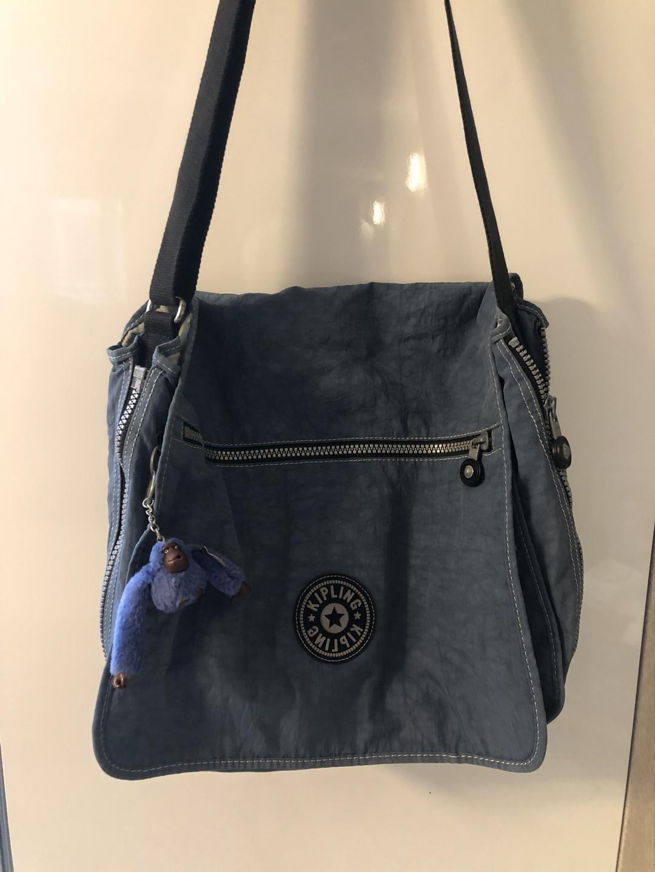 정품)키플링가방(크로스백)보트북가방/책가방/여행가방 강추💙상태A 쿨거래시제안가능(터무늬❌)