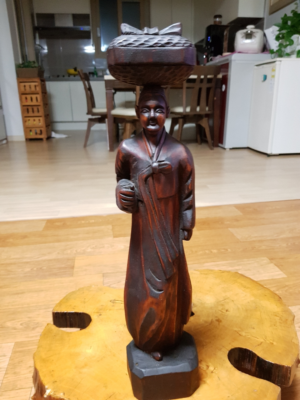 원목   할머니  작품  .  높이  46cm  앤틱   소품 .  넘  이뻐요.