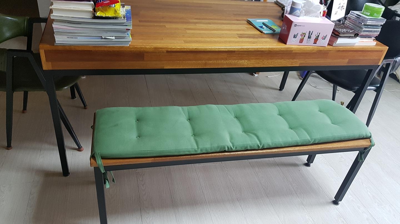 거실테이블 겸 식탁테이블