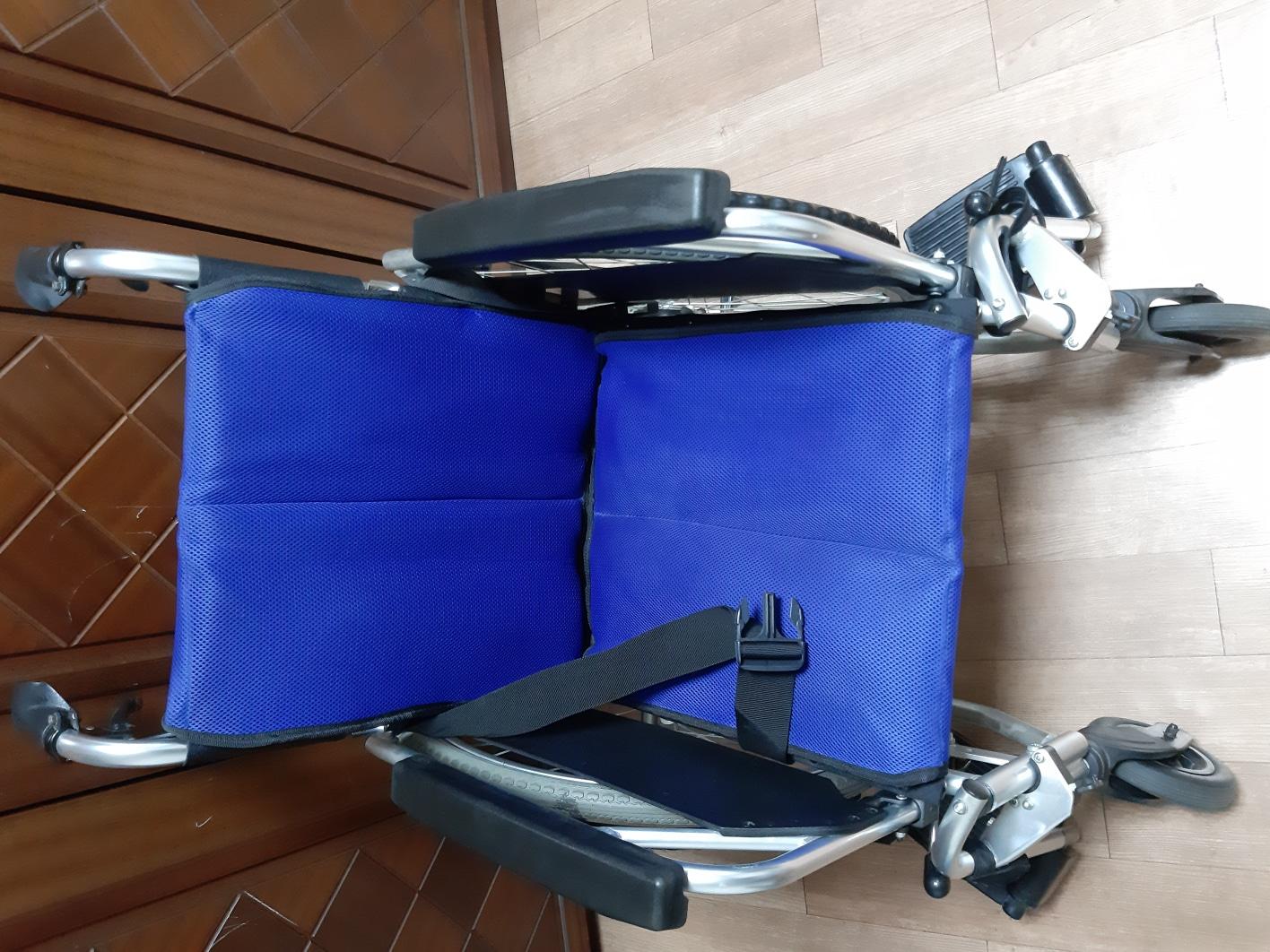 깨끗한 휠체어 (가격 내림)