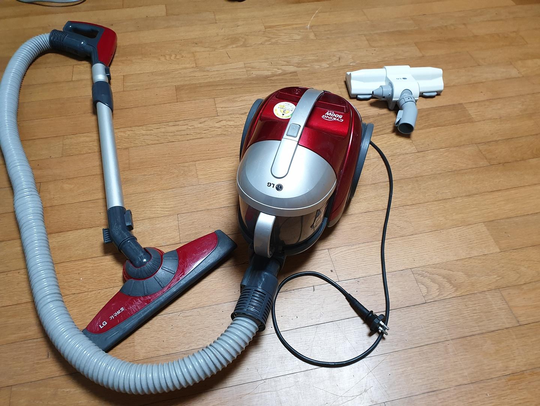 LG 사이킹 청소기와 침구 청소기