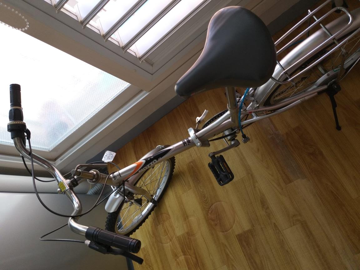 자전거 타기 좋은계절 여성분이나 어른신도 누구나 탈수있는 접이식 삼천리 자전거 입니다 상태는 정말 좋습니다