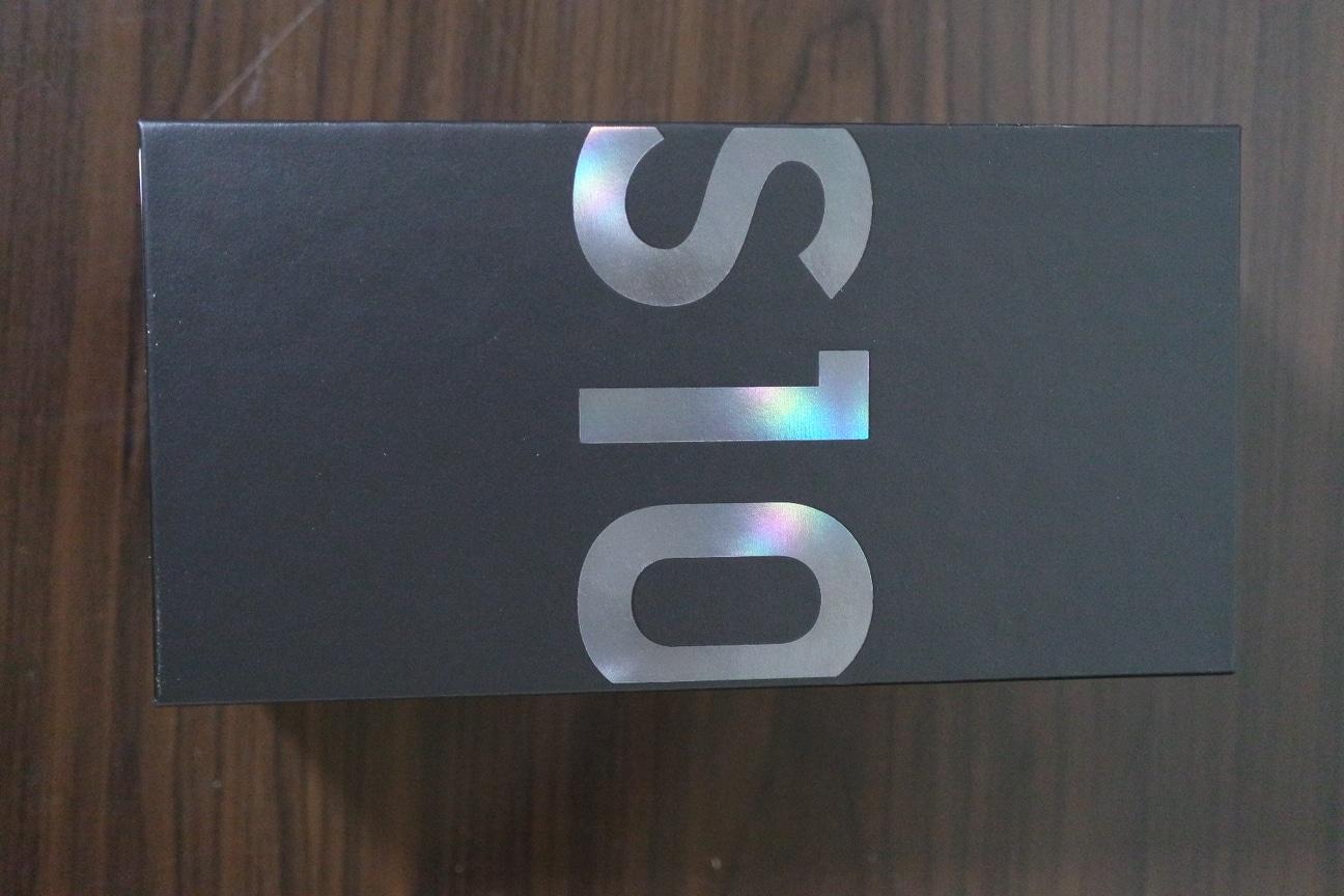 갤럭시 s10 128gb 블랙 자급제 미개봉 ( 버즈 포함 ) -> 판매 혹은 s10e로 교환 원합니다