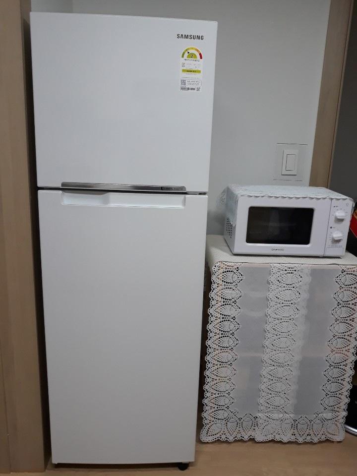 냉장고는  작년 11월에  구매후 거의 안쓴제품 입니다