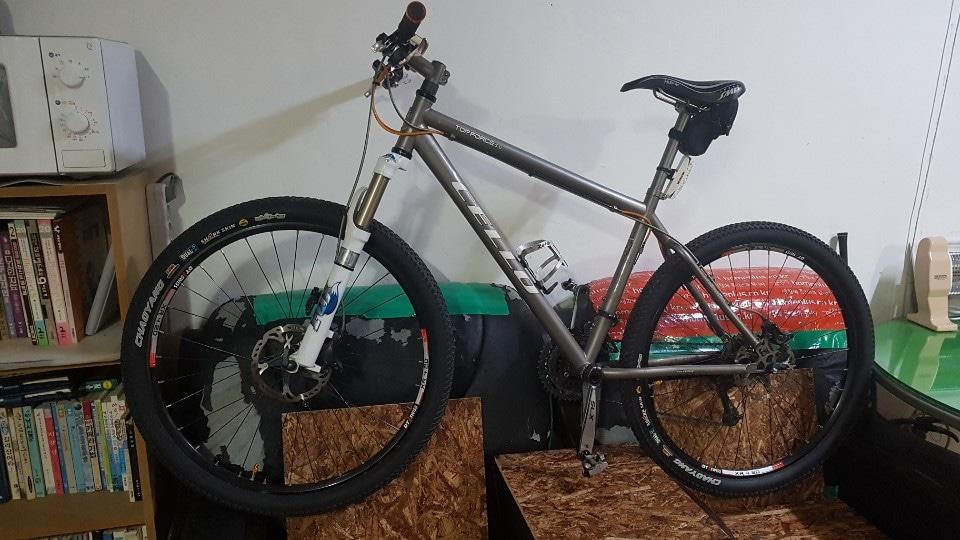 자전거팝니다 (첼로 디타늄 MTB자전거  양호 5년정도 됨)