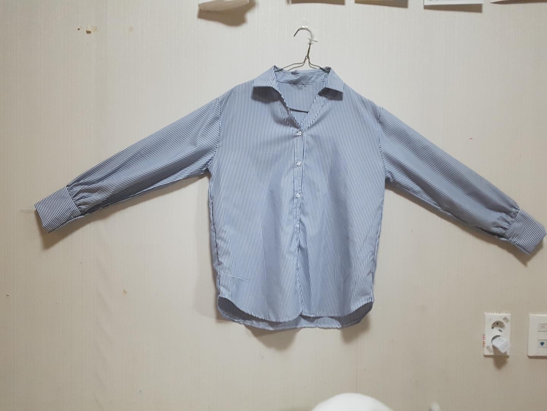 V넥 스트라이프 셔츠(마지막 가격 내림)
