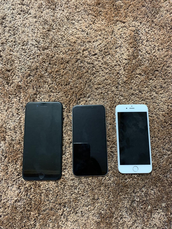 아이폰시리즈 (왼쪽부터 순서대로 아이폰7플러스(64GB), 아이폰X (256GB), 아이폰6s(128GB)