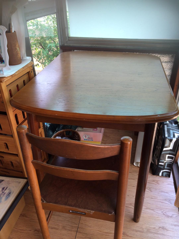 4인용 식탁에 의자2개
