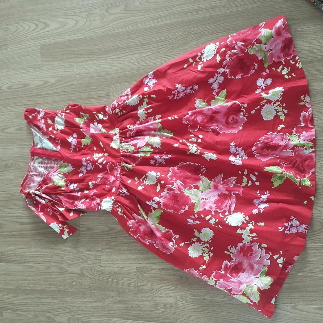 빨강 꽃무늬 원피스