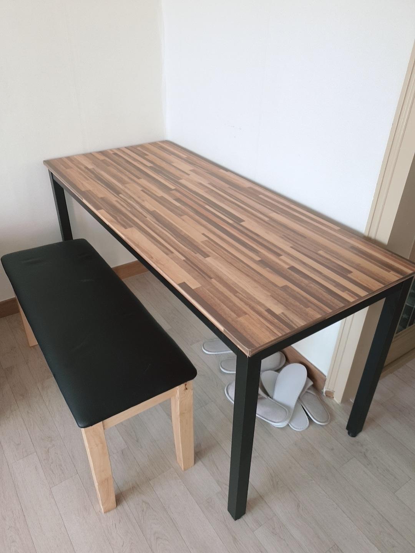 테이블과 의자세트