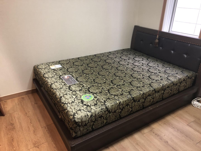 퀸 사이즈 침대 가져가세용!!!