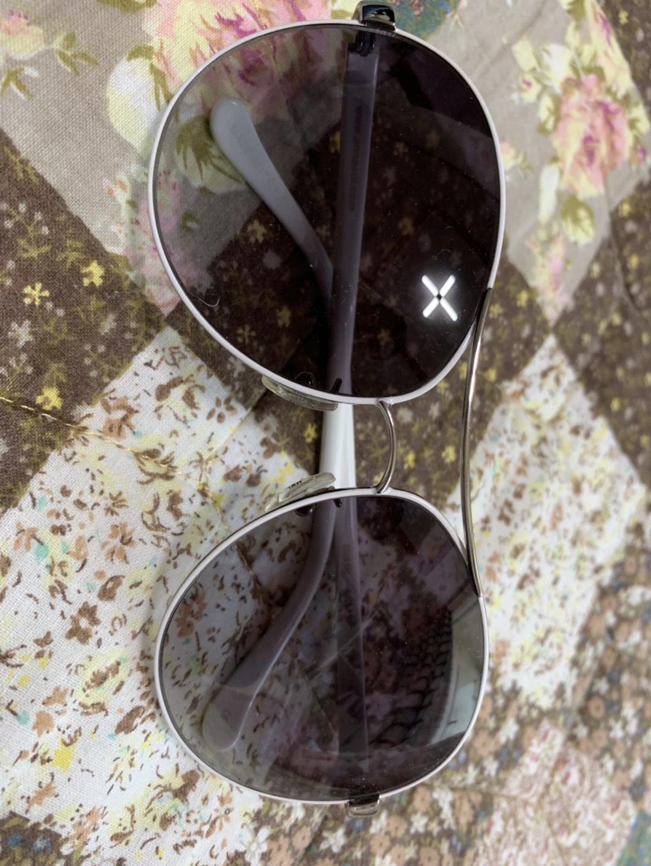 안나수이 선글라스 판매합니다
