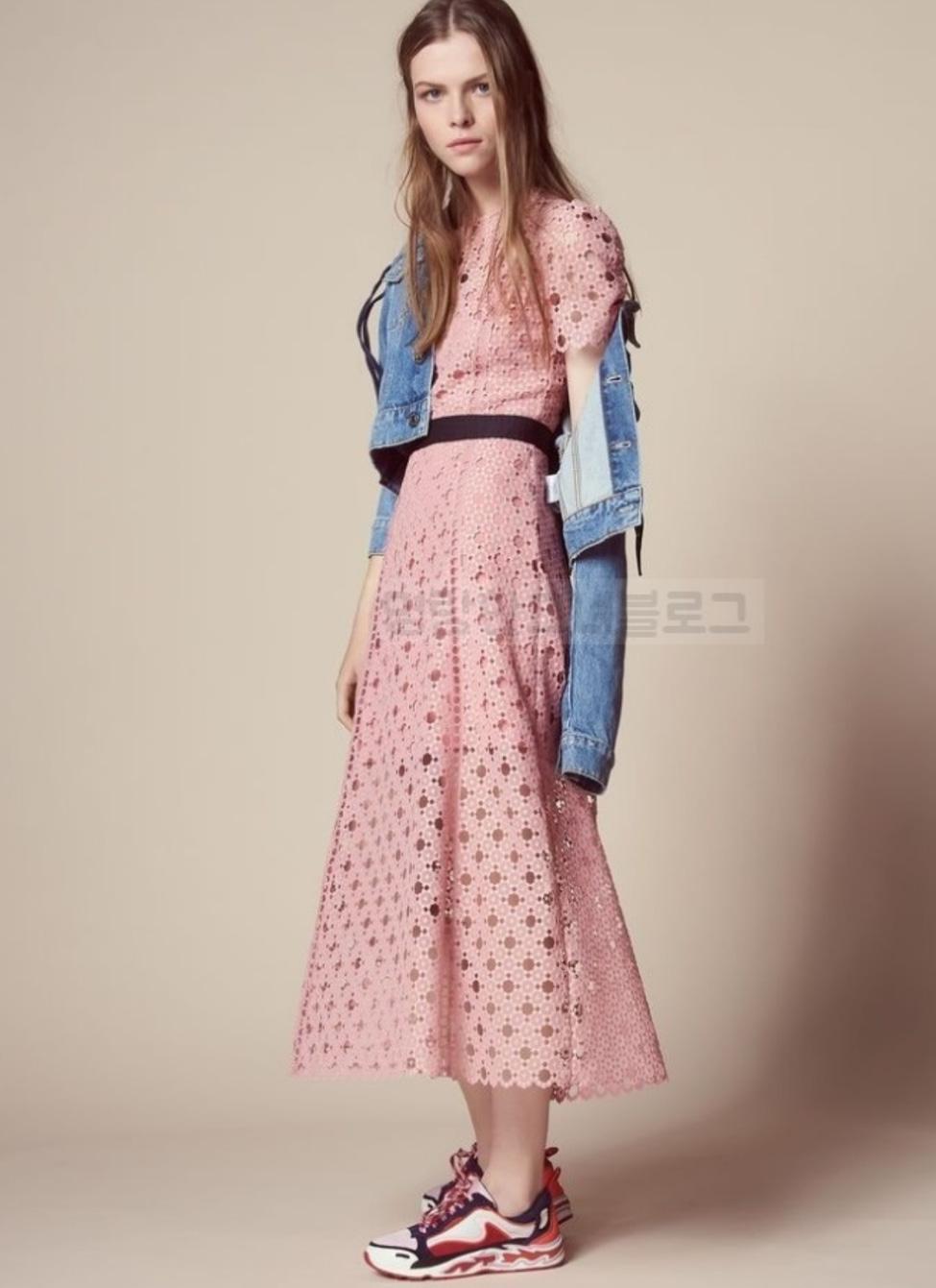 산드로스탈 박신혜 핑크 원피스