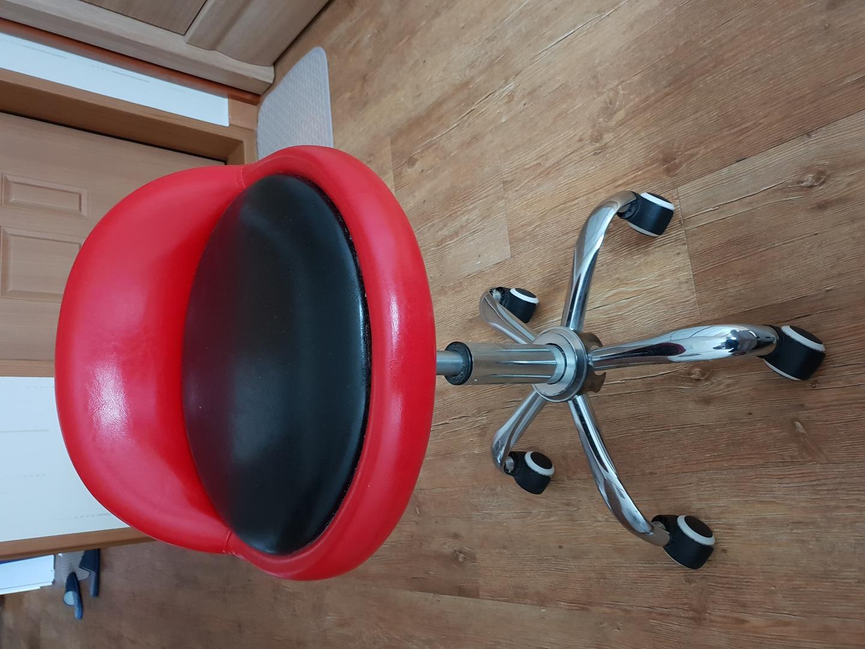 안쓰는 의자  무료로 드립니다.