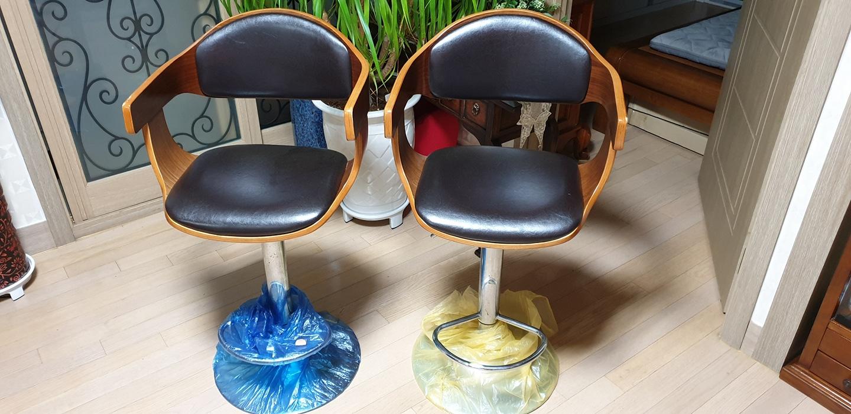 바의자2개