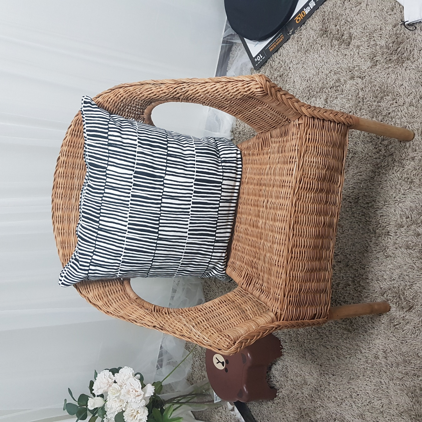 이케아 나무 의자