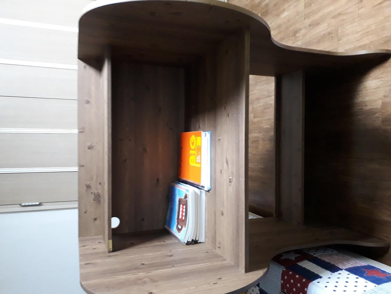 1인 독서실 책상이예요.
