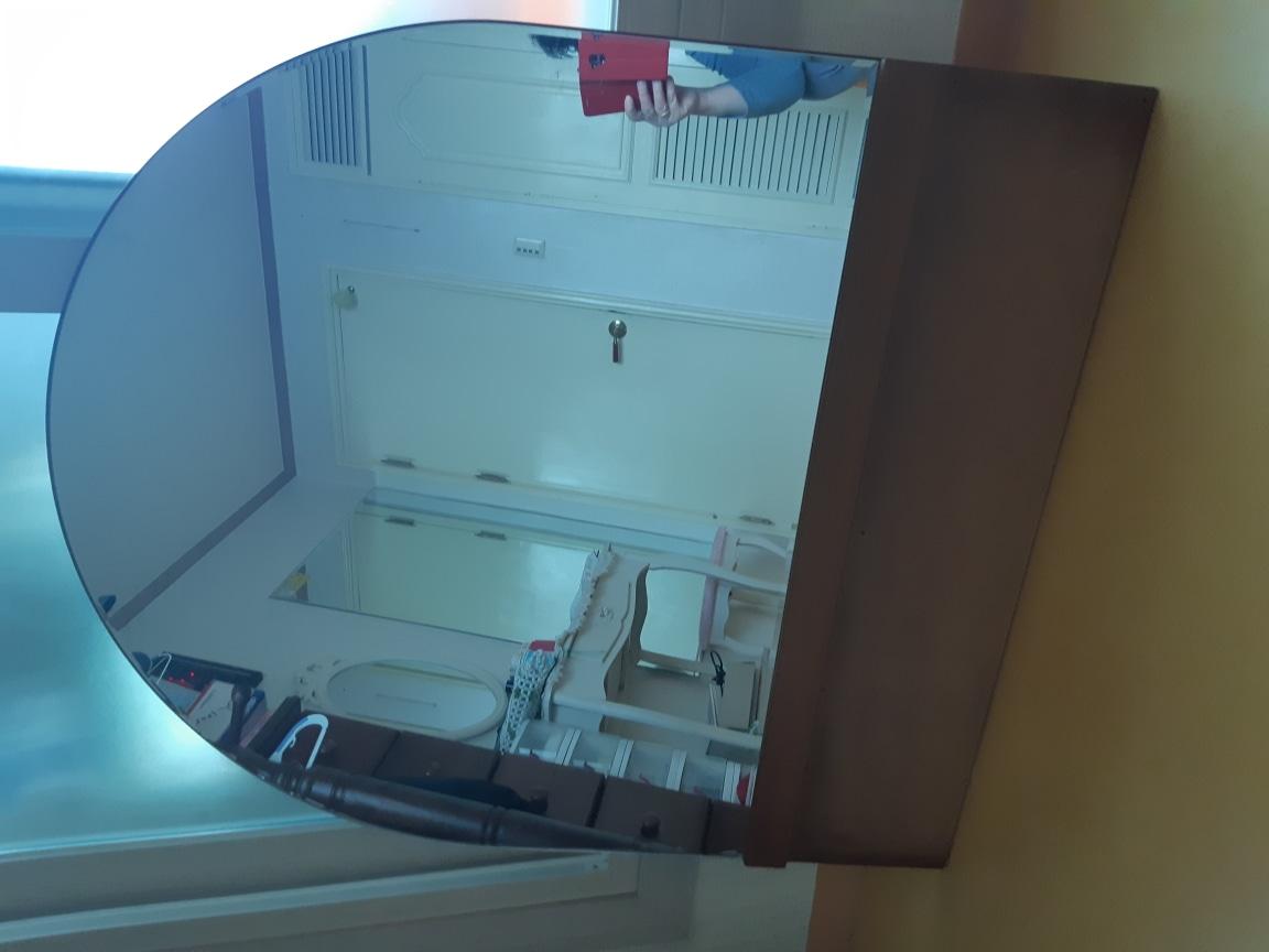 보르네오 화장대거울 더큰거울걸기에떼어 놓아가로89세로75 거울길이입니다낮은서랍에도 걸쳐놓을수있의요