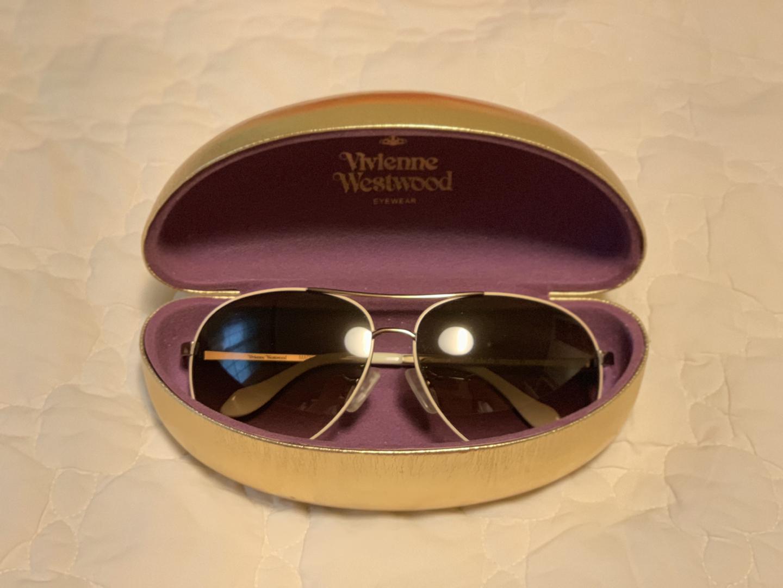 비비안웨스트우드 선글라스 팔아요.