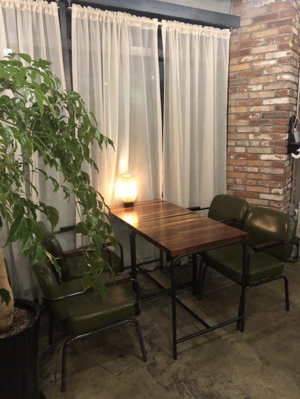 카페 의자 및 테이블