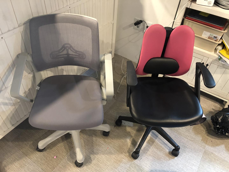 책상 의자 사무용의자입니다.두개포함가입니다.