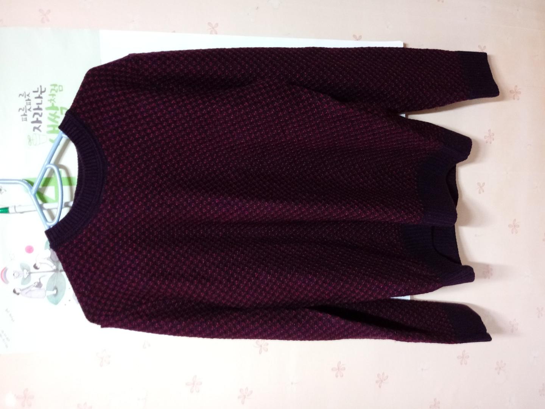 와인색 스웨터
