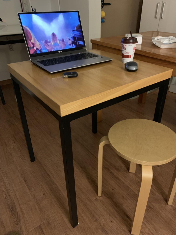 정사각형(60cm) 테이블. 책상.